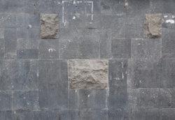 Москва, каменная стена административного здания