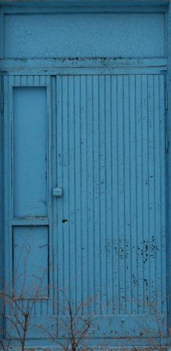 Москва, дверь в жилом доме