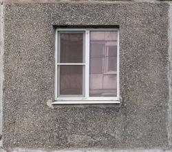Череповец, окно жилого дома, застройка 1970-1980х гг