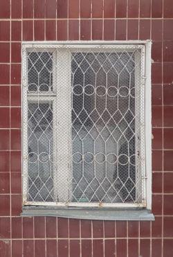 Мытищи, окно жилого дома, застройка 1980х гг