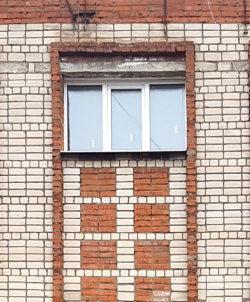 Вологда, окно общественного здания, застройка 1980х гг