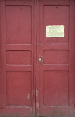 Московская область, дверь жилого дома, застройка 1970-х гг.
